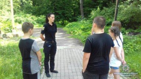 Поліцейські Закарпаття навідались до дітей, що відпочивають у літніх таборах