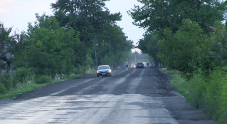 Дорожні служби продовжують ремонт «дороги смерті» на Виноградівщині