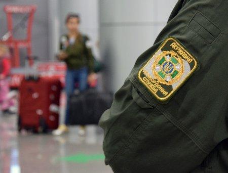 Жінку з дітьми не пустили за кордон