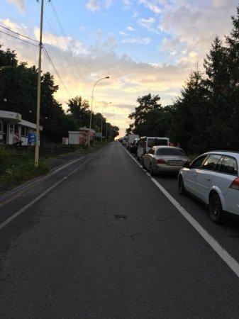 """На КПП """"Ужгород"""" довжелезна черга з автомобілів"""