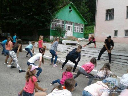 Ужгородські районні ювенали провели зарядку у літньому таборі «Вогник»