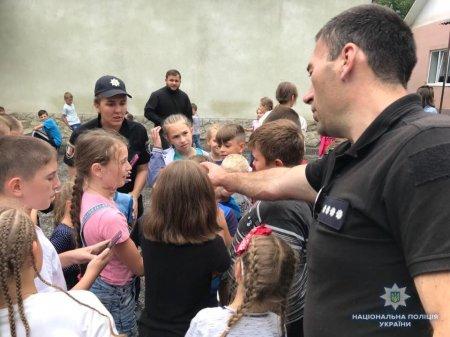Свалявські поліцейські побували у вихованців дитячого табору «Камо градеши»