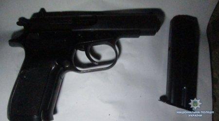 Ужгородська поліція вилучила у місцевого мешканця пістолет