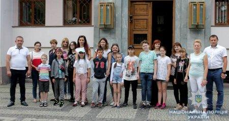 Двадцять дітей з родин правоохоронців поїхали на оздоровлення та для навчання в Угорщину