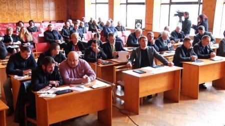 Сесія Хустської міськради: бюджет, земля і почесні громадяни