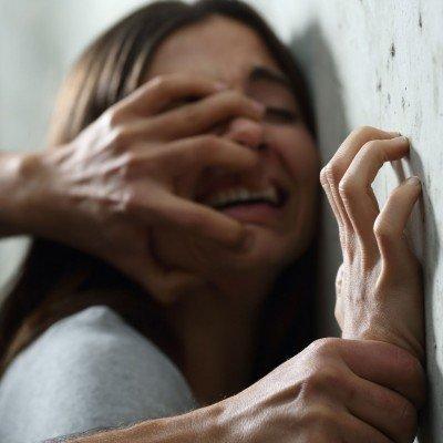 Викрав 13-річною дитиною: В Індонезії шаман протягом 15 років ґвалтував дівчину, тримаючи запертою в печері