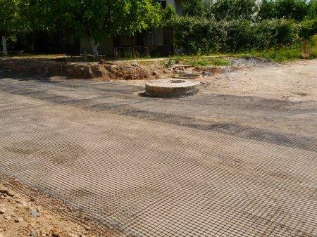Дорогу в Ужгороді будують по-новому – із застосуванням георешітки (ВІДЕО)