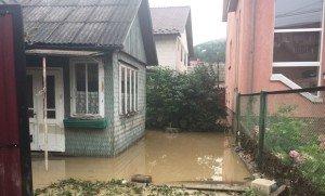 Із Хуста та Ужгорода виїхала спецтехніка для очищення Рахова від річкового намулу