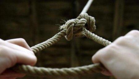 Небезпечна гра: 12-річна дівчинка наклала на себе руки