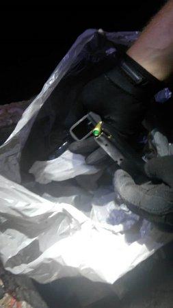 """У смітнику на пункті пропуску """"Ужгород"""" знайшли пістолет (Фото)"""