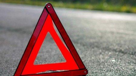 На Рахівщині  хлопець на мотоциклі збив дівчину з коляскою та втік
