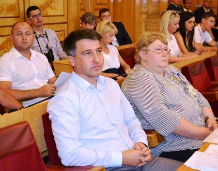На першому пленарному засіданні 12 сесії облради депутати затвердили нові регіональні програми