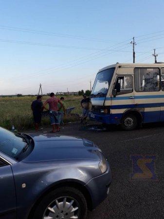 На Мукачівщині пасажирський автобус зіткнувся з легковиком (ФОТО)