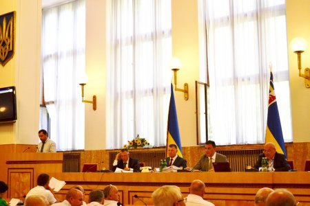 Депутати Закарпатської облради закликають парламентарів ухвалити Антиолігархічний пакет докорінних перетворень