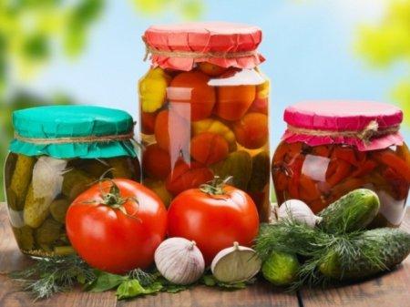 Сезон консервування на Закарпатті набирає обертів: скільки доведеться заплатити за фрукти і овочі