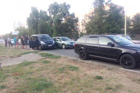 В Ужгороді трапилася потрійна ДТП, один водій втік (ФОТО)