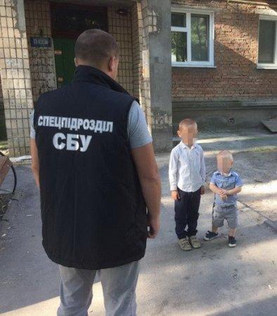 Щоб вижити українці продають своїх дітей