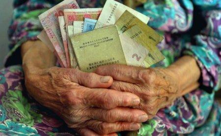 У серпні пенсійні виплати знову можуть затримати: Чого на цей раз потрібно очікувати українцям