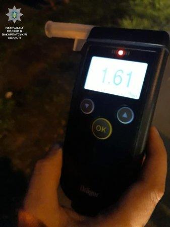 Алкоголь і кермо – несумісні: як в Ужгороді затримали п'яного водія (ФОТО)