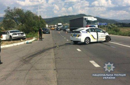 У Свалявському районі автомобіль поліції потрапив у ДТП під час переслідування порушника (ФОТО)