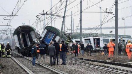 Пасажирський поїзд на повному ходу злетів з рейок , постраждали діти