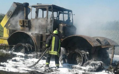 У Мукачівському районі під час проведення сільськогосподарських робіт в полі загорівся трактор (ФОТО)
