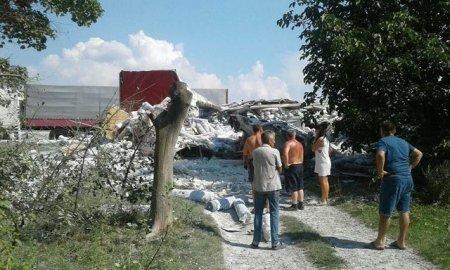 Моторошна аварія на Львівщині: Дві фури на швидкості зіткнулись лоб в лоб