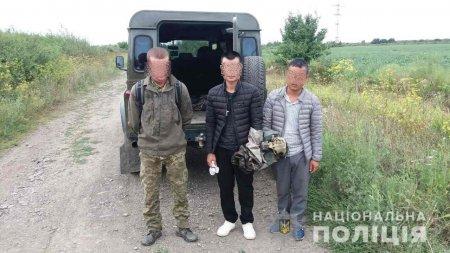 При спробі перетину державного кордону правоохоронці затримали двох іноземців та організатора переправи