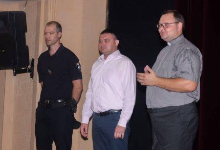 Патрульні долучилися до акції «Перший портфелик» (ФОТО)