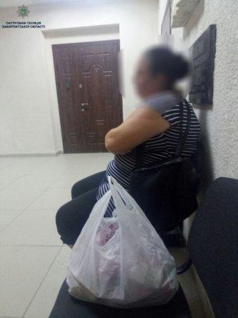 Жінки атакують: Закарпатець попався на вудочку до крадійок