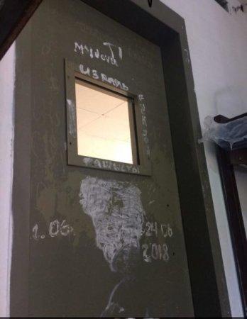 Влаштували допит, знімали ліфчик і тримали в кімнаті з ґратами: українка розповіла про «пекельну» поїздку до Ізраїлю