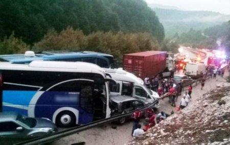 У Туреччині сталось масштабне смертельне ДТП за участі більше 30 транспортних засобів