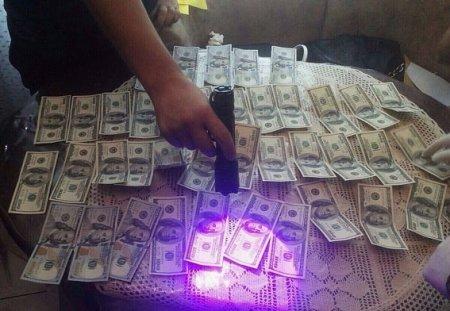 Затримано на хабарі директора науково дослідного інституту в Бахті вилучено біля 200 000 доларів та більше 3 кг ювелірних виробів