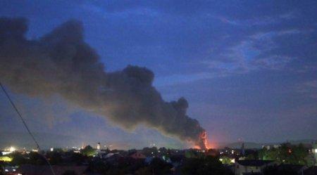 В Мукачеві горить приміщення Нової пошти (відео)