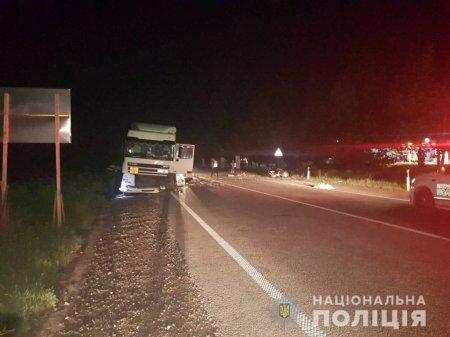 Смертельна ДТП на трасі Київ-Чоп: легковик вилетів на зустрічну та був розірваний фурою (ФОТО)