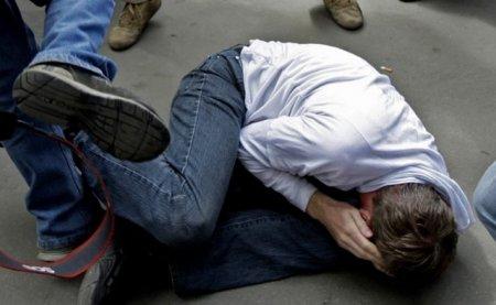 Били його руками і ногами: Натовп школярів жорстоко побив вчителя, перші подробиці