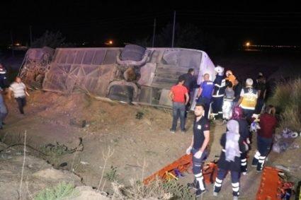 У Туреччині сталася жахлива ДТП, є жертви і 43 поранених (ФОТО)