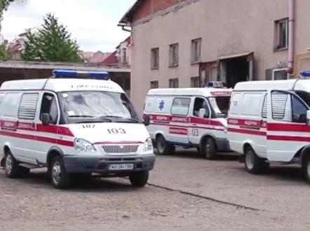 """Чеські благодійники подарували тячівській лікарні автомобіль """"швидкої допомоги"""""""