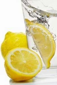 10 причин, чому корисно пити воду з лимоном кожен ранок