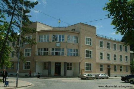 Міська рада Хуста чергову сесію провела спокійно (ВІДЕО)