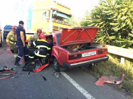 Закарпатські рятувальники ліквідували наслідки ДТП за участі 3 авто