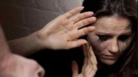 Стала заручницею власного шлюбу: В Ірані українка місяць переховується в посольстві від чоловіка-тирана