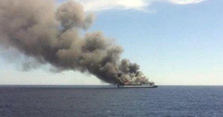 У відкритому морі загорівся паром з туристами: Багато жертв, тіла продовжують шукати