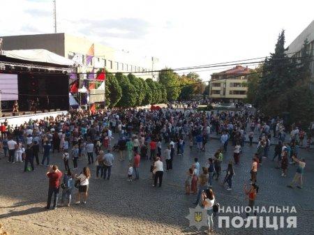 Ваш спокій – наша турбота: Закарпатська поліція забезпечила правопорядок під час численних святкувань