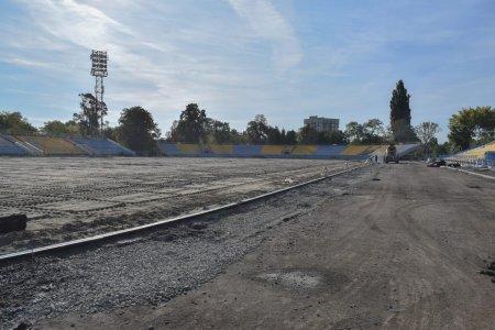 """В Ужгороді триває реконструкція стадіона """"Авангард"""" (ФОТО)"""