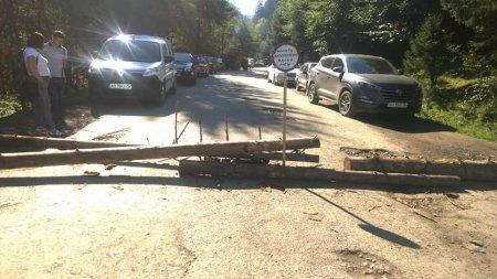 На Тячівщині люди перекрили дорогу (Фото)
