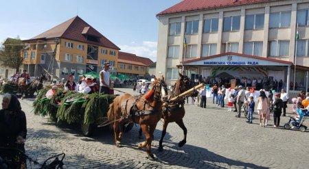 Цієї неділі селище Вишково, що на Хустщині відсвяткувало День селища та свято урожаю (ФОТО)