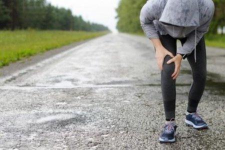 Лікарі пояснили, що категорично не можна робити, якщо при зміні погоди болять суглоби