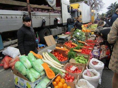 Свіжі овочі та фрукти на закарпатських ринках можуть бути отруйними