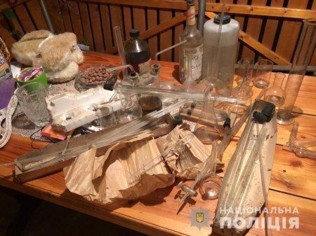 На Закарпатті лікар-анестезіолог зробив власну лабораторію для виготовлення метамфетаміну (ФОТО)